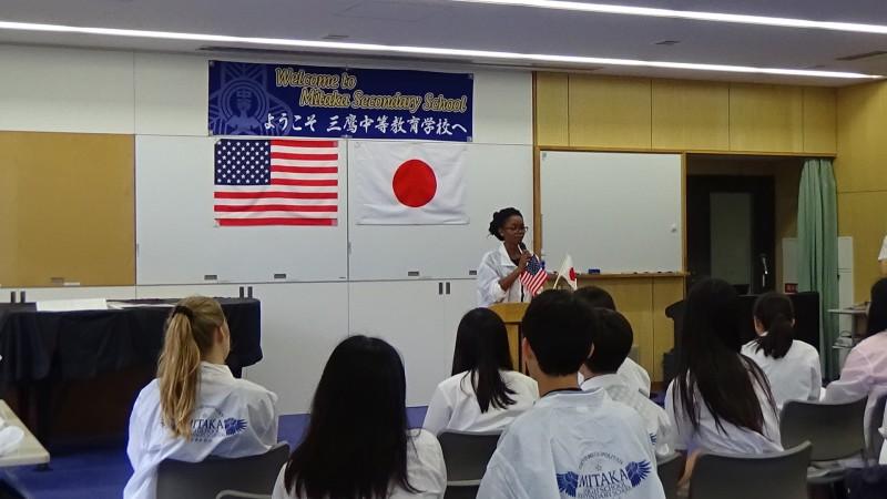 引率した先生は日本語で挨拶をされました。